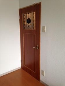 ステンドグラスを入れたドア