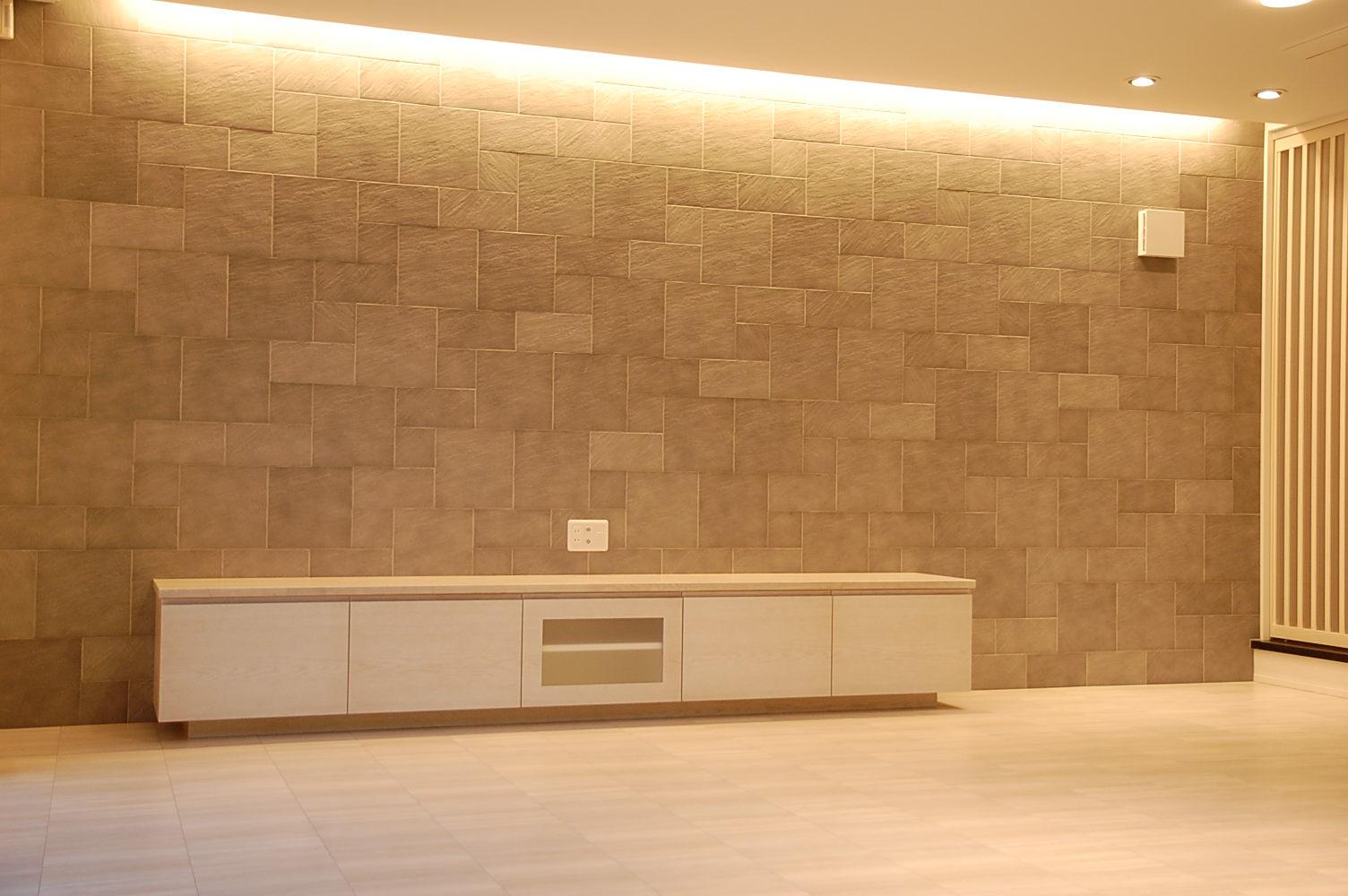 白TVボード